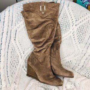 Tan microsuede wide-calf comfy boots!!